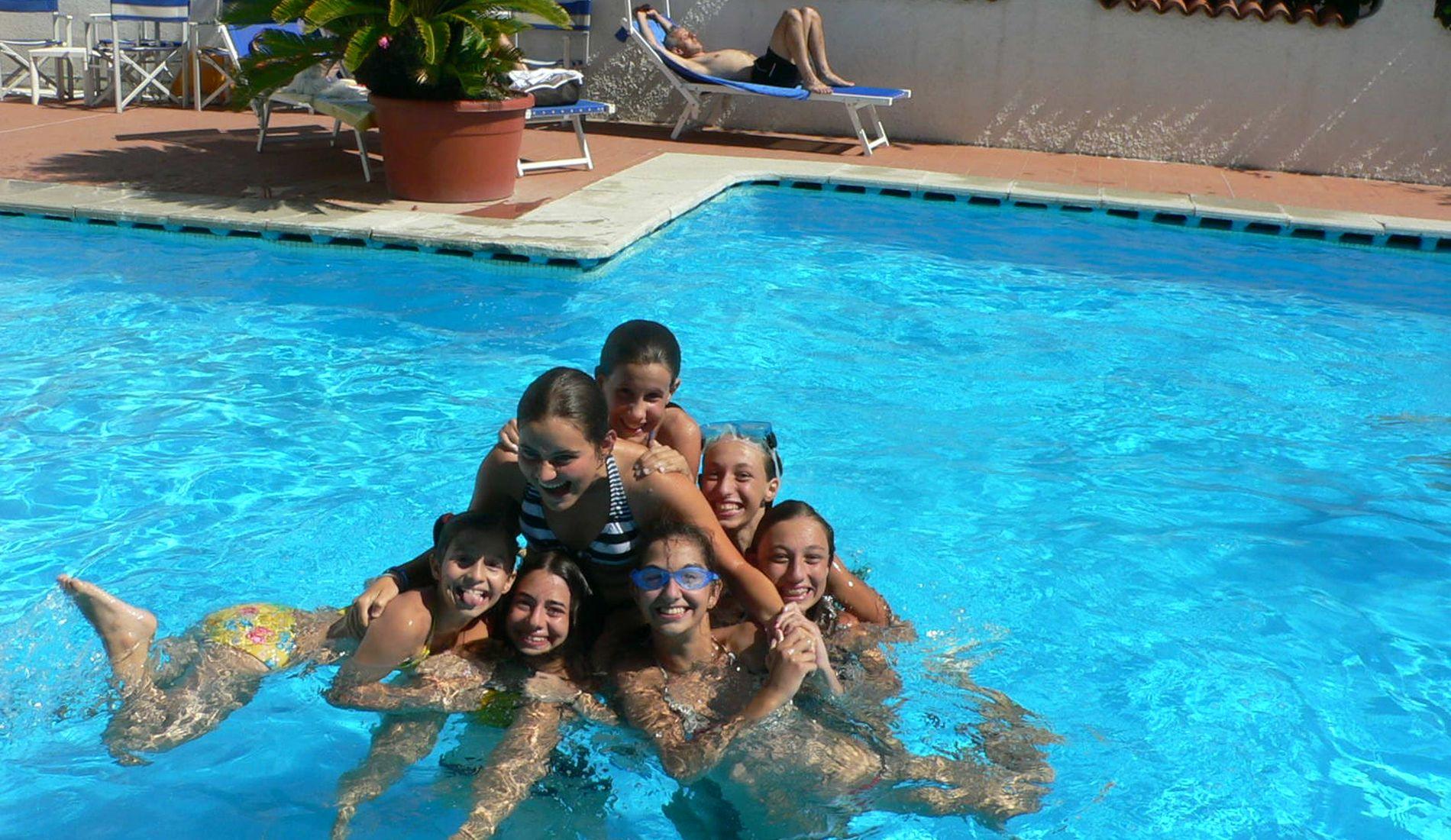 Hotel mit schwimmbad diano marina ligurien hotels das for Hotel munster mit schwimmbad